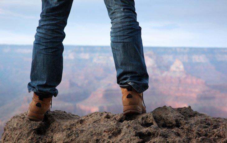 стоять на ногах полезно