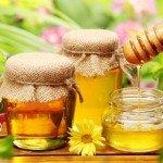 Калорийность меда на 100 грамм, в 1 чайной ложке, польза, вред продукта