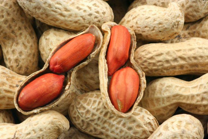 арахис калорийность на 100 грамм