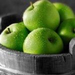 Польза, вред, калорийность зеленого яблока на 100 грамм, в 1 шт.