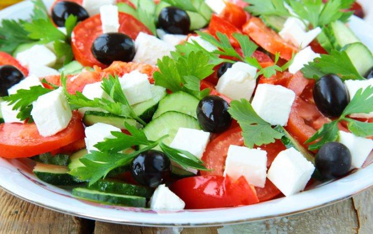 греческий салат калорийность на 100 грамм