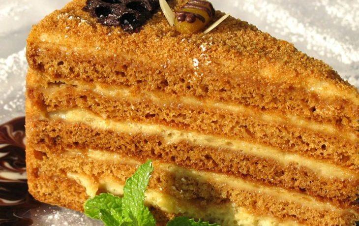 торт медовик калорийность