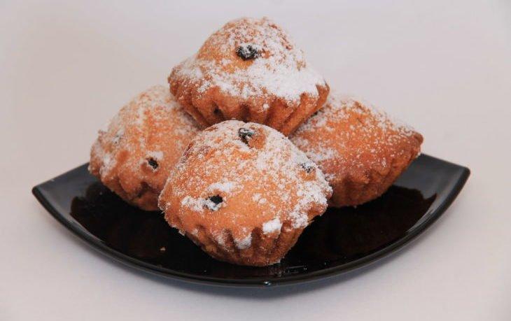 калорийность кекса с изюмом