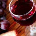 Польза, вред, калорийность красного вина на 100 грамм, в 1 бокале