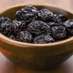 Польза и вред чернослива для здоровья человека