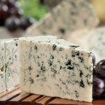 Польза и вред сыра с плесенью для организма человека