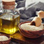 Противопоказания, польза и вред кунжутного масла для кожи лица, тела, волос