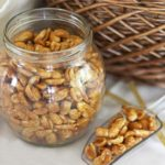 Польза и вред арахиса в скорлупе, с медом, в сахаре, кокосовой глазури