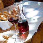 Польза и вред домашнего яблочного, красного, сливового вина
