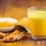 Польза и вред золотого молока из куркумы для организма