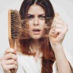 Лезут волосы: чего не хватает в организме человека