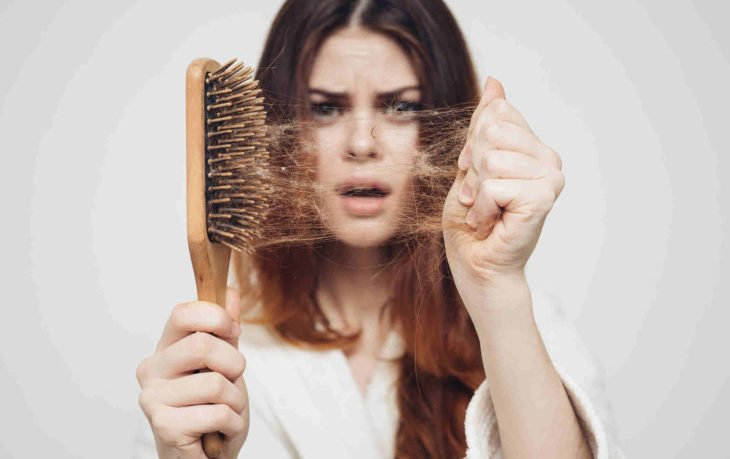 лезут волосы почему