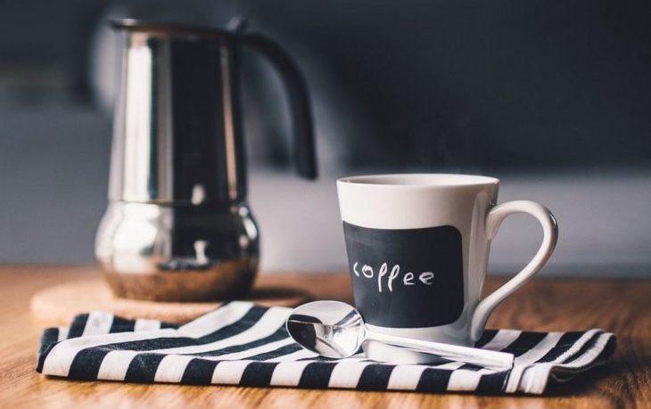 почему очень вредно пить кофе по утрам
