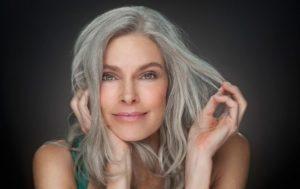 Седеют волосы: чего не хватает в организме человека
