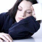 Постоянная сонливость: чего не хватает в организме человека