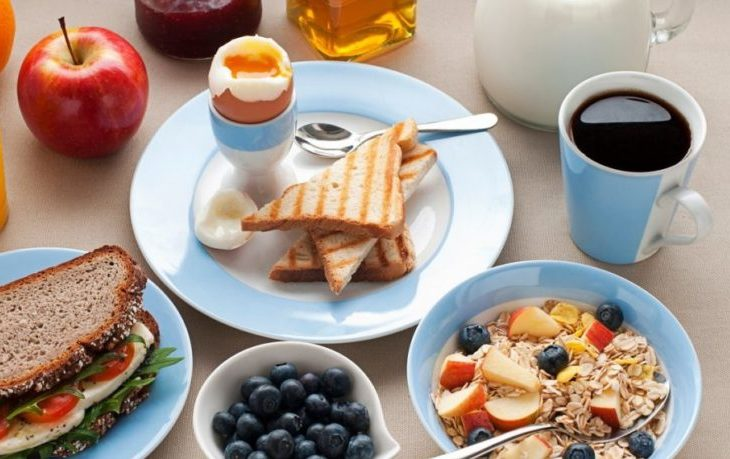 вредно кушать утром