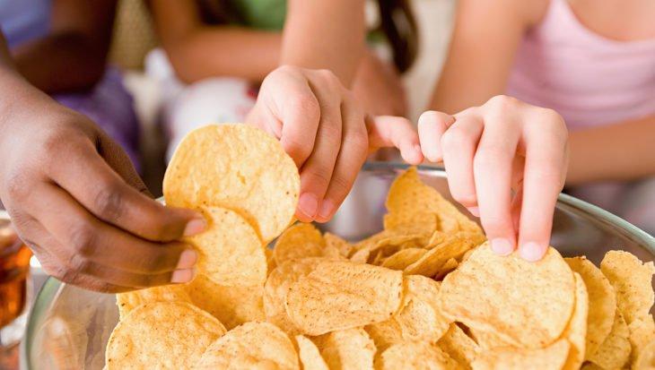 почему чипсы вредно кушать