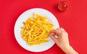 Почему хочется сырой картошки: чего не хватает в организме