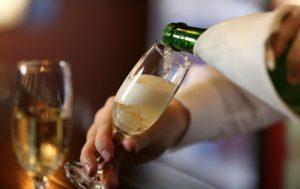 Хочется шампанского: чего не хватает в организме
