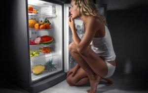 Почему вредно кушать на ночь? Основные причины