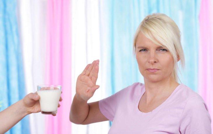 почему взрослому человеку вредно пить молоко