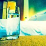 Почему вредно пить воду на ночь? Основные причины
