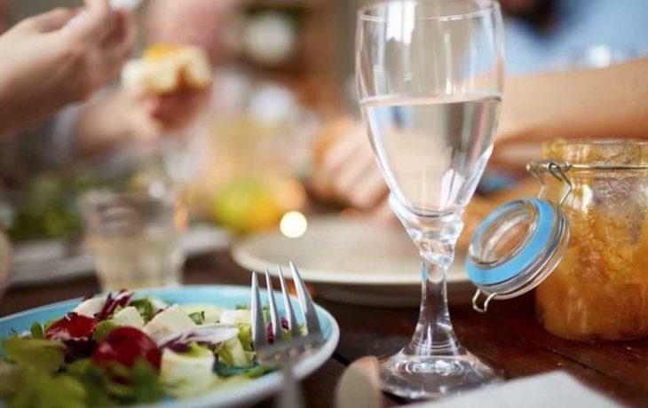 вредно ли пить после еды