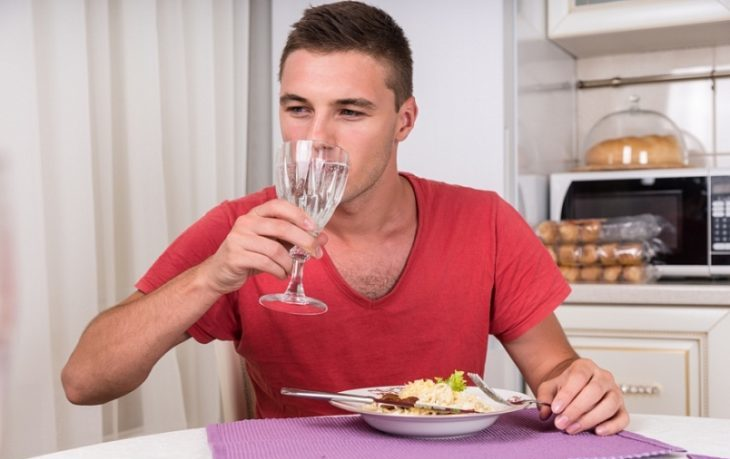 вредно ли пить во время еды