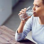 Почему вредно пить много воды? Основные причины