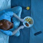 Почему вредно кушать перед сном? Основные причины