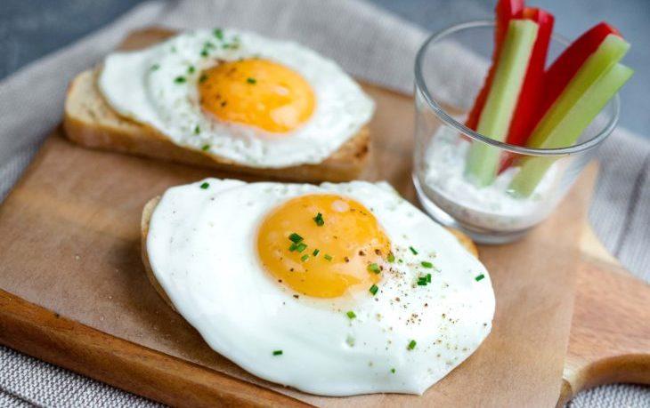 полезно ли кушать яичницу на завтрак