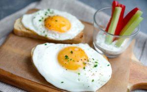 Полезно ли есть яйца на завтрак
