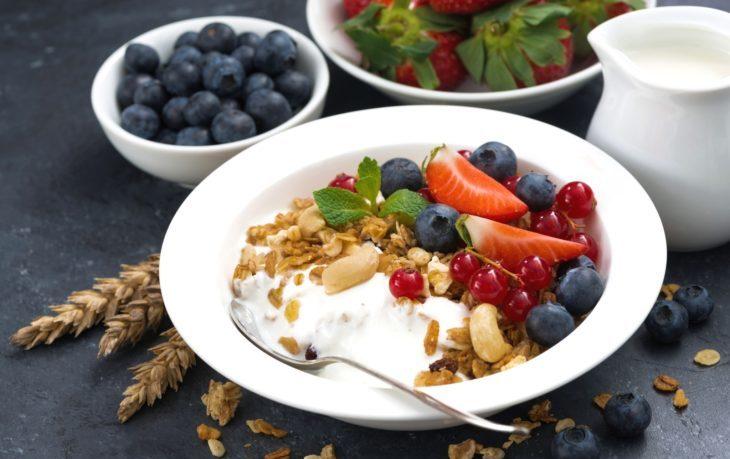 полезно ли кушать йогурт на завтрак