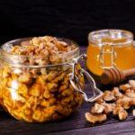Полезно ли есть орехи с медом