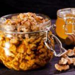 Полезно ли есть грецкие орехи с медом