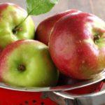 Полезно ли есть яблоки утром натощак