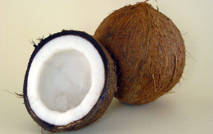 полезно ли есть кокос сырым
