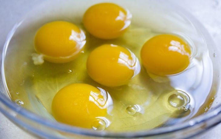 полезно ли есть сырые куриные яйца