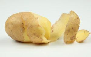 Полезно ли есть сырую картошку с кожурой