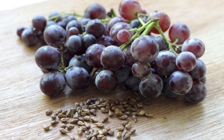 полезно ли есть виноград вместе с косточками