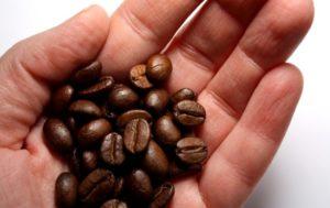 Полезно ли есть кофейные зерна