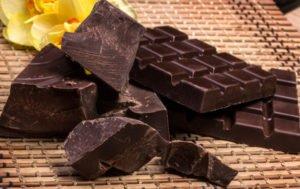 Полезно ли есть горький шоколад