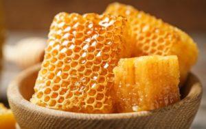 Полезно ли есть мед в сотах