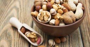 Полезно ли есть орехи на ночь