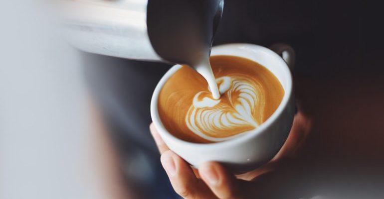 полезно ли пить кофе с молоком
