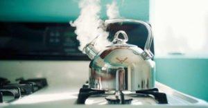 Полезно ли пить кипяток по утрам