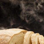 Что происходит с организмом, когда ешь горячий хлеб