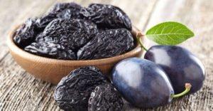 10 полезных свойств сушеной сливы