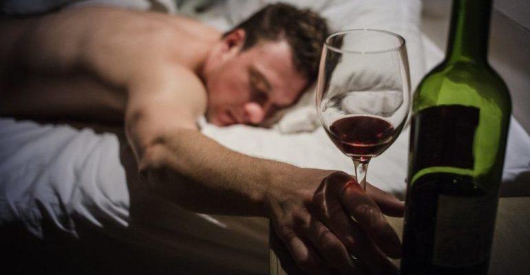 почему хочется спать после алкоголя