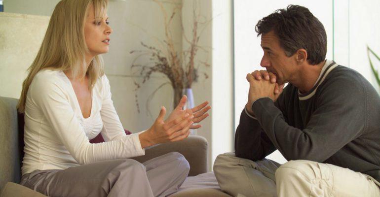 муж прислушивается к жене